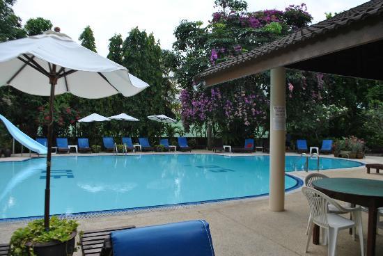 Golden Sand Inn: бассейн
