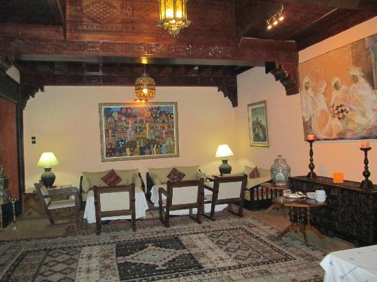 Domaine de la Roseraie : Moroccan style dining