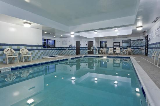 Hampton Inn & Suites Syracuse Erie Blvd/I-690: Indoor Pool