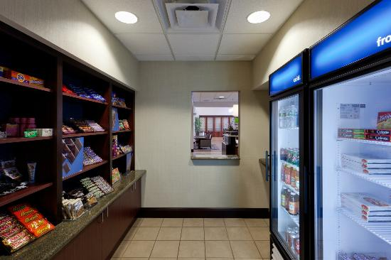 Hampton Inn & Suites Syracuse Erie Blvd/I-690: 24 hour Suite Shop