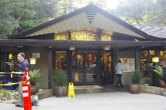 Big Sur Lodge: Lodge check in, restaurant and store