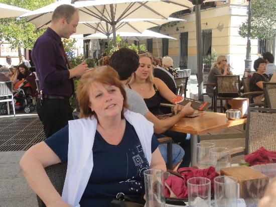 Toma Jamon : Almuerzo a pleno sol madrileño, con sombrillas....