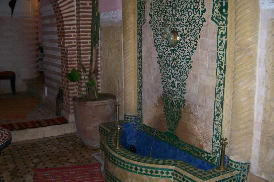 Riad Venezia : Fountain in the downstairs hall