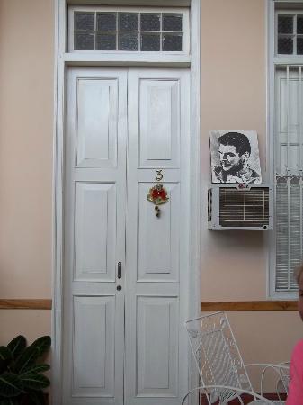Hostal Autentica Pergola: El che nos cuidaba desde la puerta de la habitación
