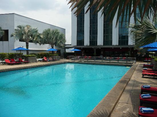 ParkRoyal Kuala Lumpur: Gorgeous relaxing pool