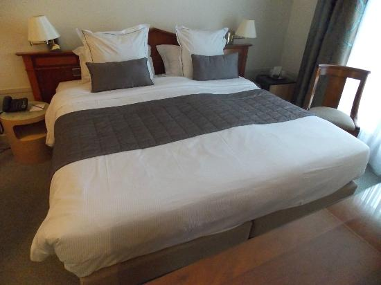 Hotel Aiglon - Esprit de France: Dormitorio