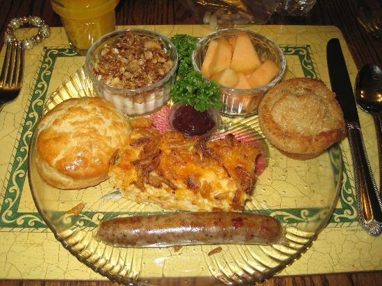 Apples Bed and Breakfast Inn: A scrumptious breakfast!