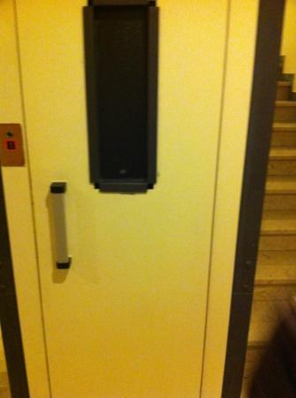 Hotel Okinawa: ascensore