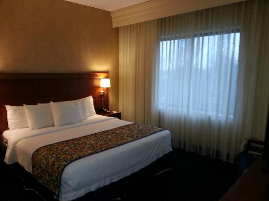 Courtyard by Marriott Lancaster: Bedroom