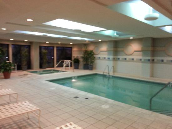 Courtyard by Marriott Lancaster: Pool & Hottub