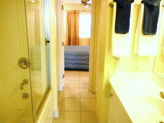 Compass Point Dive Resort: bathroom
