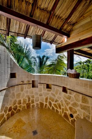 Belize Tree Houses: An Outdoor Shower
