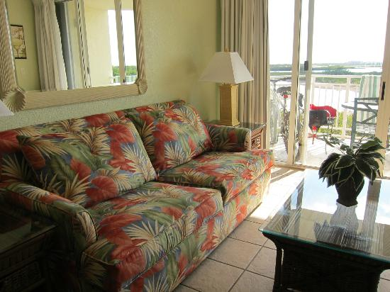 Sunrise Suites Resort: Living room