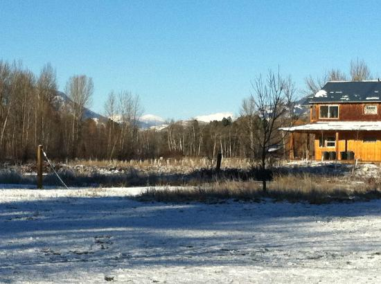 River Run Inn: The view towards Mazama. Guest House is in the picture