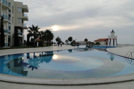 Sealight Resort Hotel: ..das Pool.....