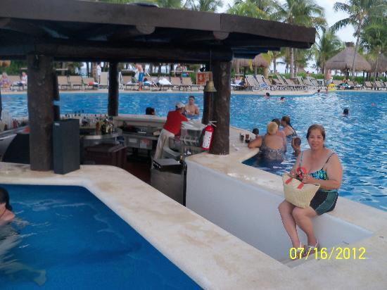 The Grand Mayan Riviera Maya: Waiting for my drink