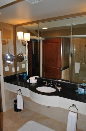 The Grand Hotel Minneapolis - a Kimpton Hotel: Bathroom