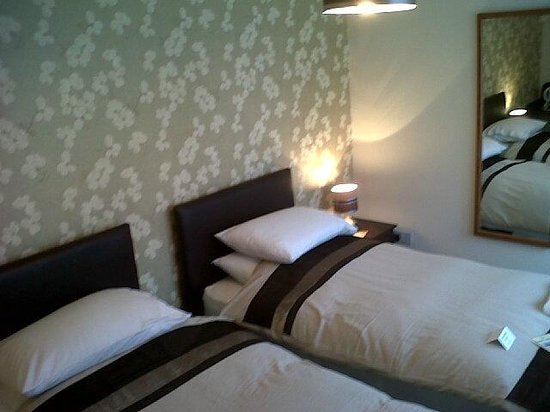 The Farmers Boy Pub and Restaurant: One of our Twin Rooms ensuite
