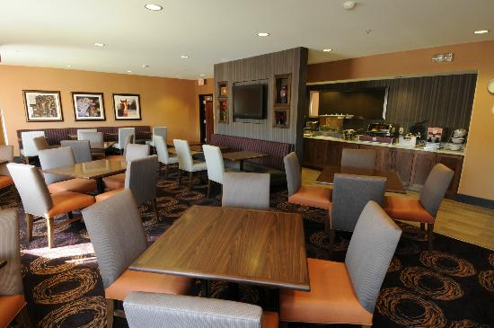 Comfort Inn & Suites Market Place Great Falls: Breakfast Dining Area