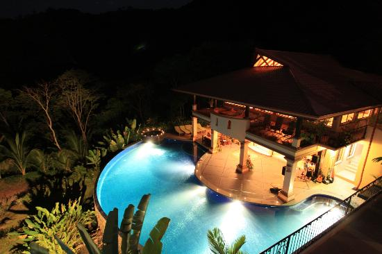 Villa Mareas: View of pool and dining in evening