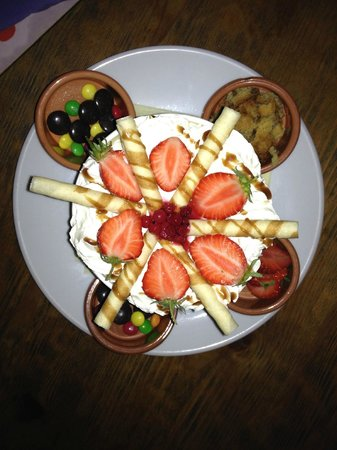 The Farmers Boy Pub and Restaurant: Some silly dessert