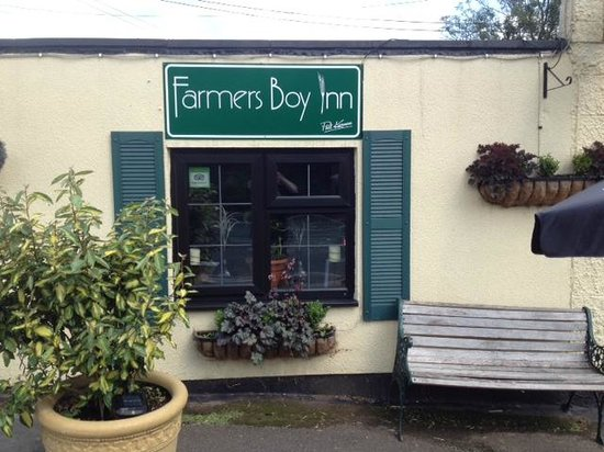 The Farmers Boy Pub and Restaurant: Wine, Pie & Local FBI Shop