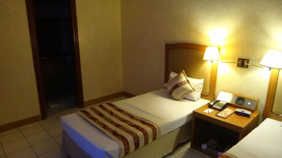 Executive Hotel: bed