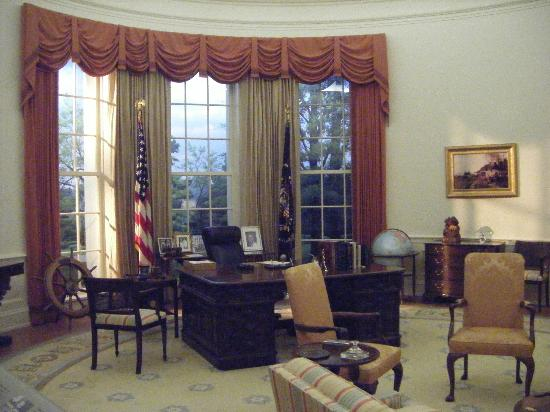 Gerald R. Ford Museum: Oval Office replica