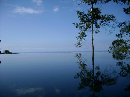 Villa Mareas: Infinity pool and ocean meet