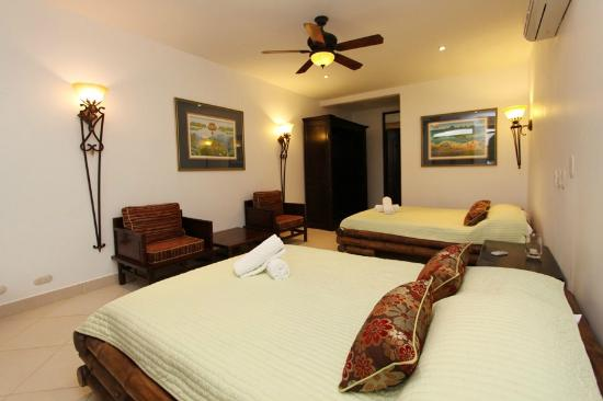 Villa Mareas: Junior Suites with 2 queen beds