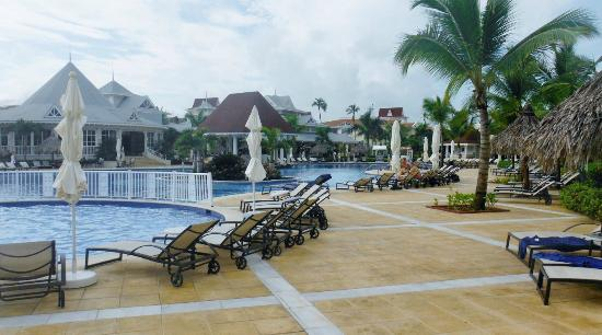 Luxury Bahia Principe Esmeralda Don Pablo Collection: pool early morrning