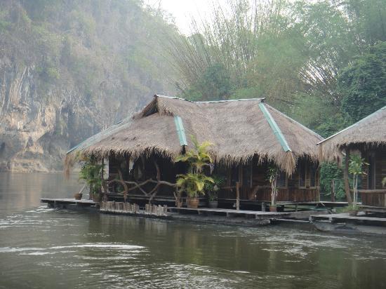 The Suan Sai Yok (River Kwai Cabin) Resort : Бунгало. Вид с реки