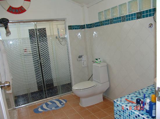 Vongdeuan Resort: ванна белого домика