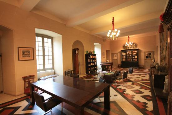 Abbaye de Reigny: La bibliothèque avec le Wifi