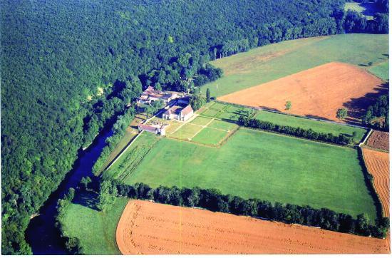 Abbaye de Reigny: L'abbaye vue en montgolfière