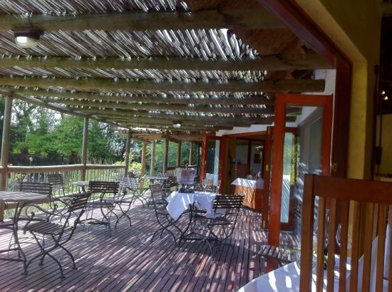 Woodall Country House and Spa: lauschige Terrasse