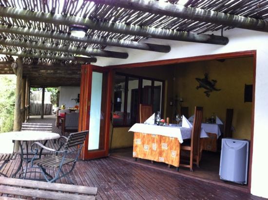 Woodall Country House and Spa: Sicht von Terrasse ins Restaurant bzw offener Frühstücksraum