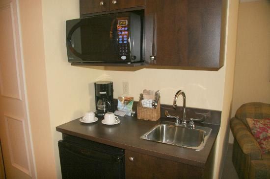 Le St Martin Bromont: kitchenette in junior suite