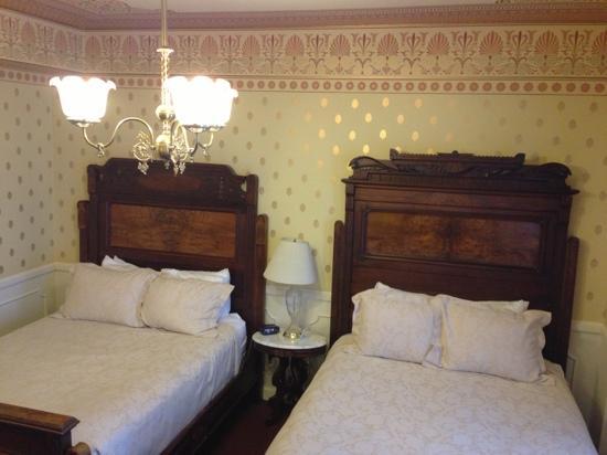 هيستوريك ستارتر هوتل: our room 