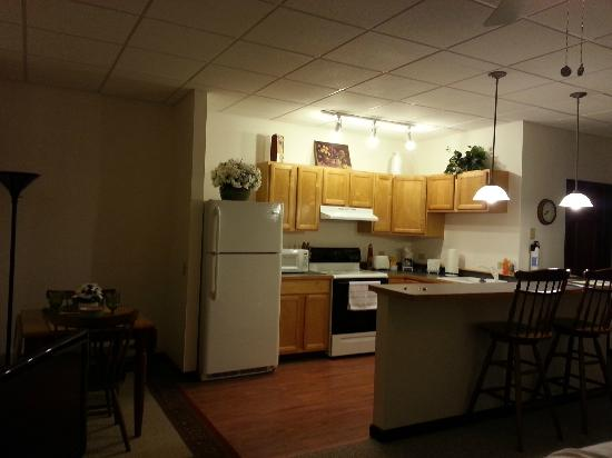 Grand Manor Suites: Kitchen with everything you would need