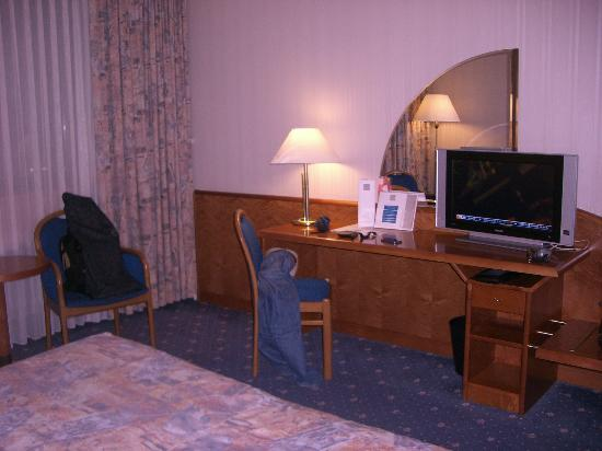 Panorama Hotel Prague: room&TV