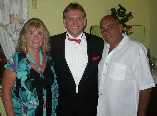 Aruba Sinatra Dinner Show: Amazing Sinatra songs by the awesome Fred de Jong.