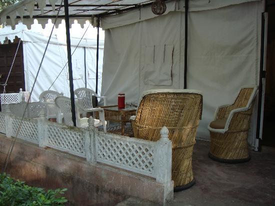 The Aravali Tent Resort: Tent seating area