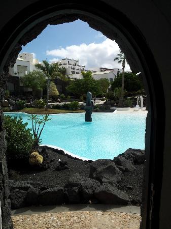 Hotel THe Volcan Lanzarote: Blick aus der Poolbar