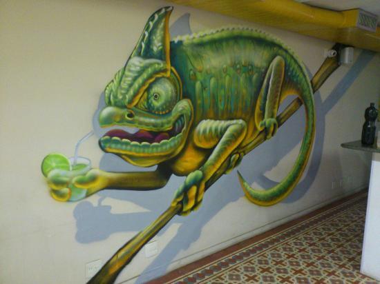 Caipi Hostel: Agora as paredes estão assim :D