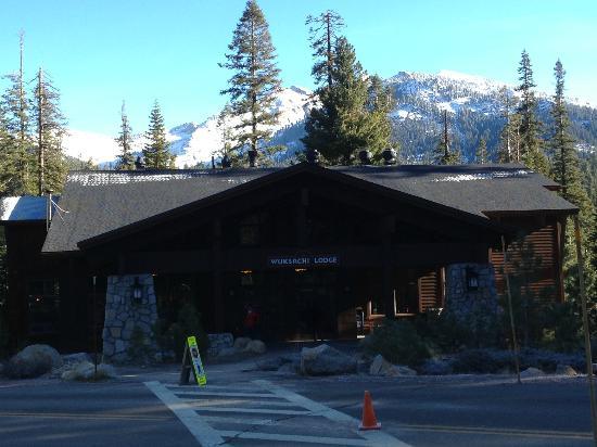 Wuksachi Lodge: Lodge Entrance