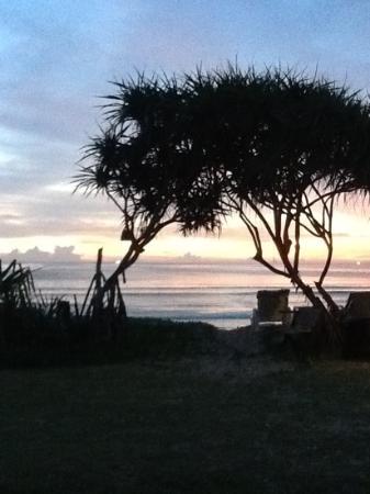 Lanta Nice Beach Resort: Flott utsikt fra bungalow - nydelig solnedgang