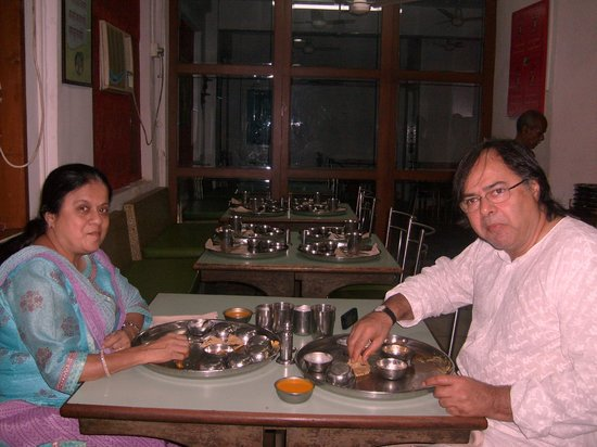 Shree Thaker Bhojanalay: Mr and Mrs Farukh Shaikh enjoing  Aamras at  THAKER.