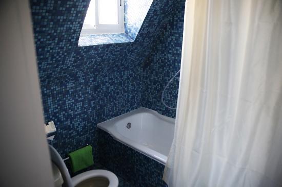 Asty Hotel: Badezimmer