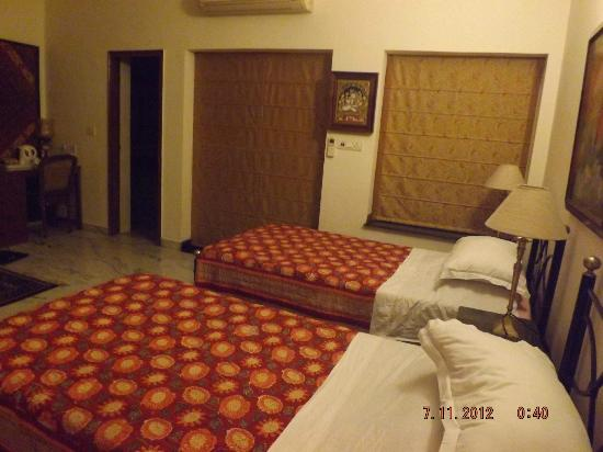 Saubhag Bed and Breakfast: Twin Room